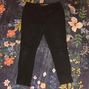 Universal Threads Curvy Mid Rise Skinny Jeans